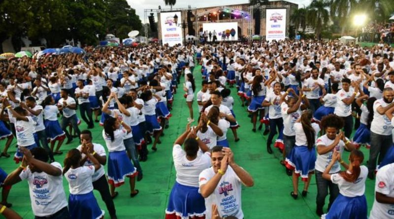 Dominicanos baten un récord Guinness bailando merengue