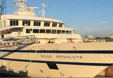 Barco naval venezolano arremete contra crucero de pasajeros, se daña y se hunde