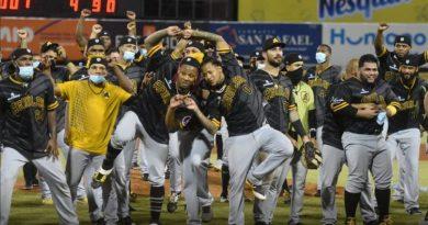 Diversas felicitaciones a las Aguilas Cibaeñas por corona 22 beisbol de RD